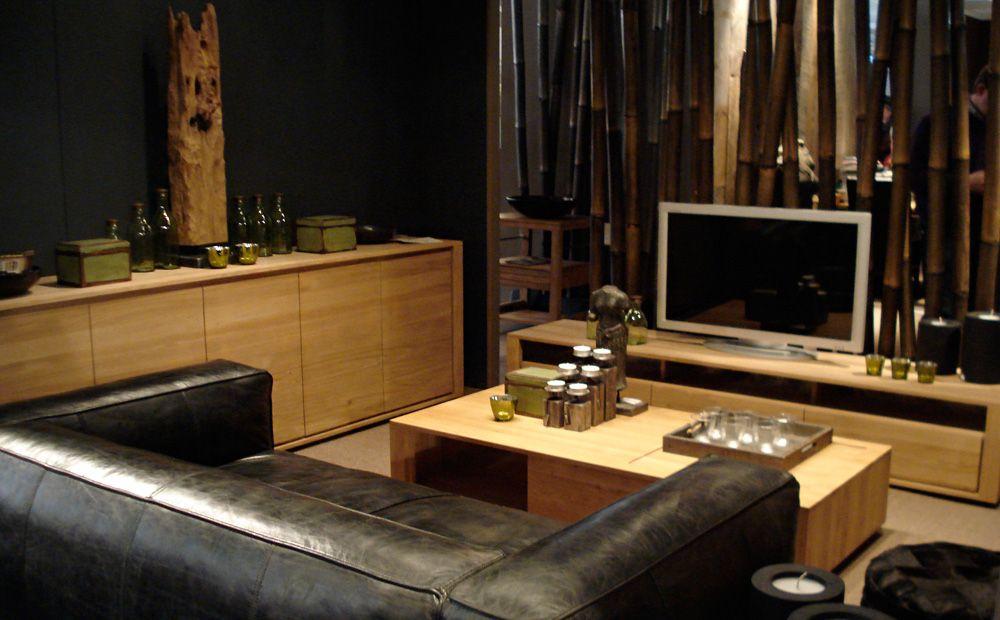 Warme woonkamer inrichting met de meubels van ethnicraft ...