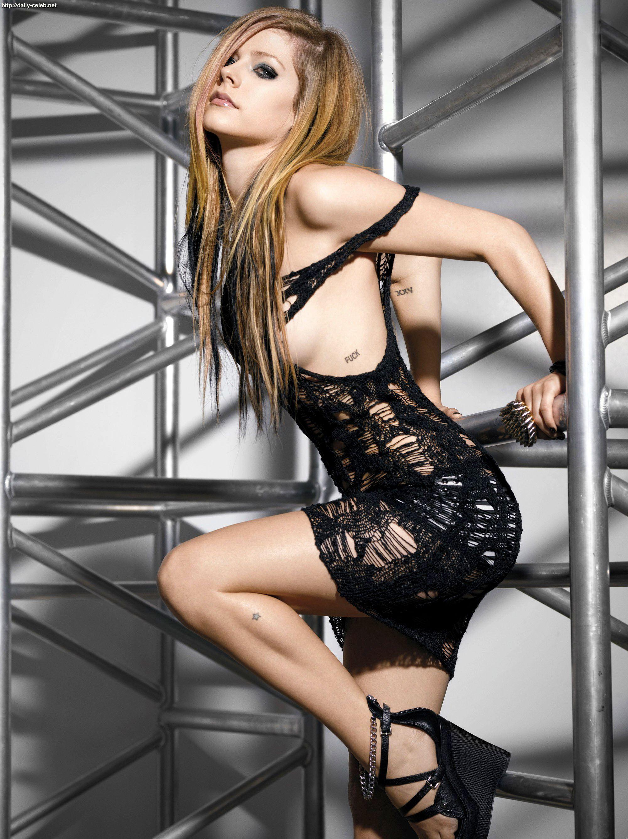 Avril levigne sexy