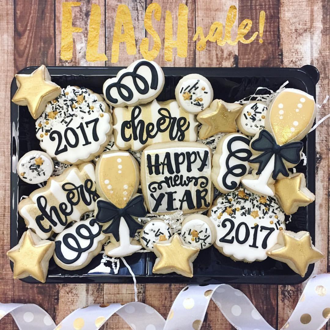 Pin by Kaylee Valdez on Cookies New years cookies
