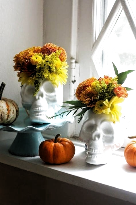 40 Dollar Store Halloween Decoration Ideas! Dollar Store DIYs for Halloween! It's seriously easy to give those Dollar Tree pumpkins, skulls, crows & bugs a scary makeover & reinvent your home (inside & out) for Halloween! From fab wreaths & spooky spiders for the front door to centerpieces & apothecary jars & crafts to make with your kids these dollar store Halloween ideas are too awesome to miss! #Halloween #DollarStore #HalloweenDecorations #HalloweenDIY #HalloweenCrafts #crafts #HomeDecorIt #diyhalloweendecorationsforinside