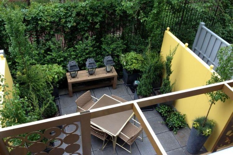 amenagement-petit-jardin-terrasse-carrelée-banc-table ...
