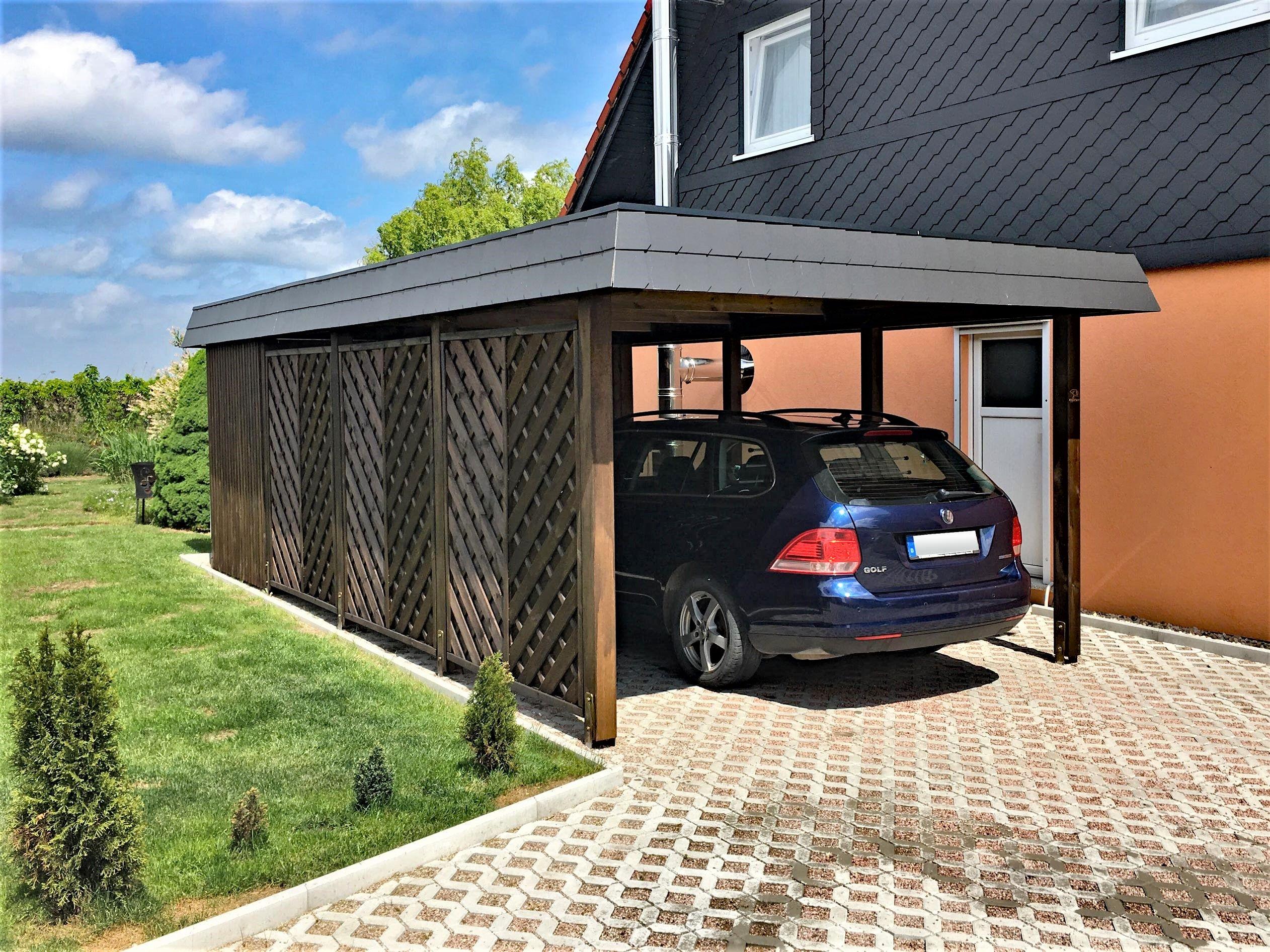 Carport Aus Holz Fur Zwei Pkw Das Dach Ist Mit Einer Zweireihigen Schindelblende Umlaufend Verkleidet Carport Uberdachung Carport Carport Holz