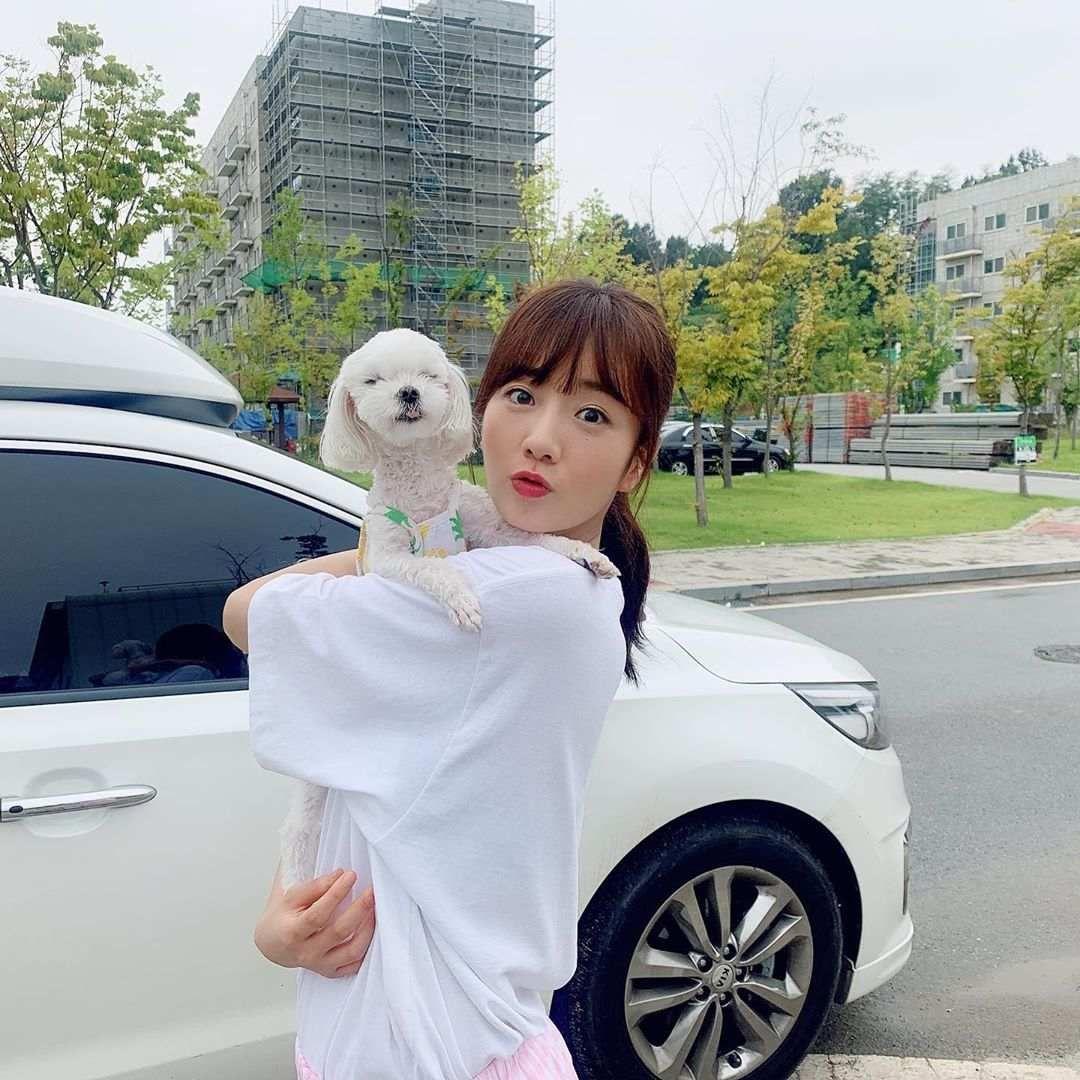 Gemes Banget 10 Potret Kedekatan Idol Kpop Sama Hewan Peliharaan Hewan Hewan Peliharaan Anjing