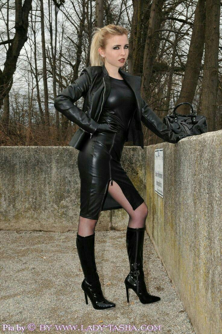 Pin von Hans auf Stiefel   Skirts with boots, Leather und
