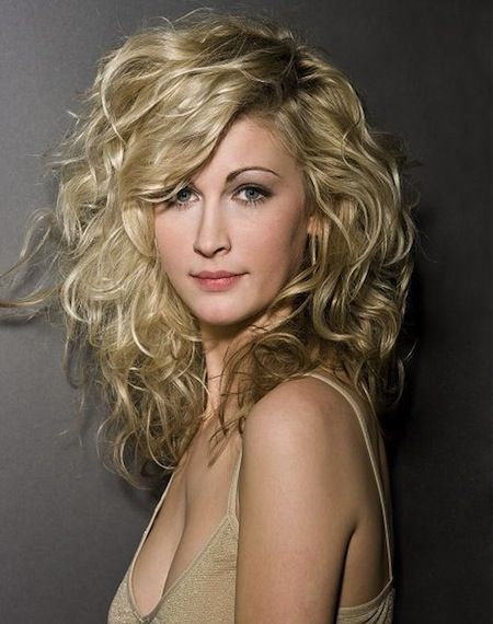 20 Layered Hairstyles For Curly Medium Length Hair Pictures Long Face Hairstyles Curly Hair Styles Thick Hair Styles