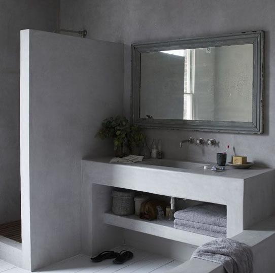 Esempio di piano lavabo ma con lavabo a ciotola rubinetto a parete microcemento alle pareti - Rubinetto a parete bagno ...