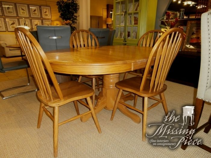 Oak Pedestal Dining Table With Four 4 Windsor Back Chairs All Done In A Harvest Oak Finish Measures 42 Round With 1 20 L Pedestal Dining Table Table Chair Oak pedestal dining table