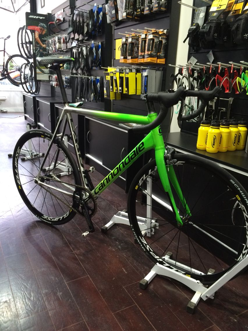 de46918cab9 A nice Cannondale CAAD10 Track going out for our customer Craig, very nice  😉 #cannondale #caad10 #caad #track #cycling #aluminium #mavic #eclipse  #sram ...