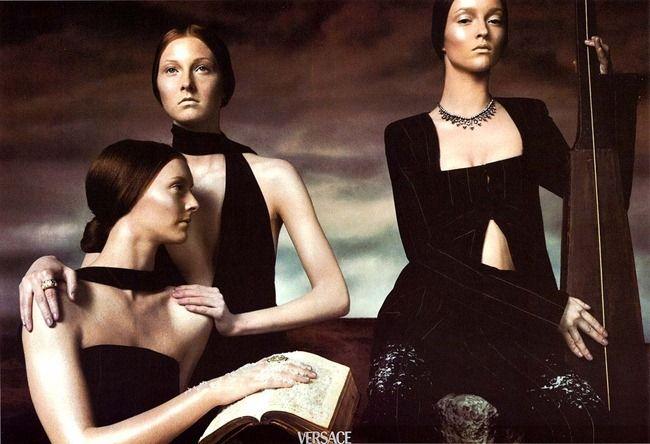 WE ♥ VERSACE- Carolyn Murphy & Guinevere van Seenus for Versace Fall 1998 by Steven Meisel. www.imageampilfied.com, Image Amplified7 (2)