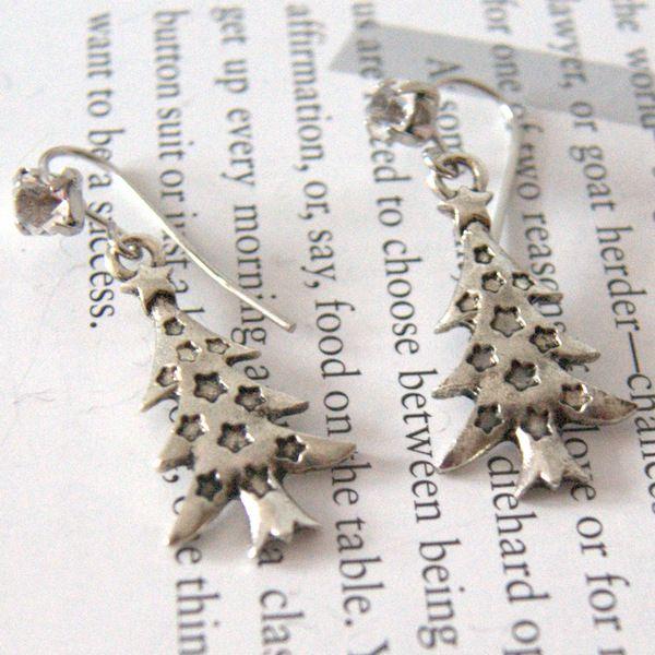 Des pendentifs d'oreilles en sapin de Noël (en pâte fimo) ?