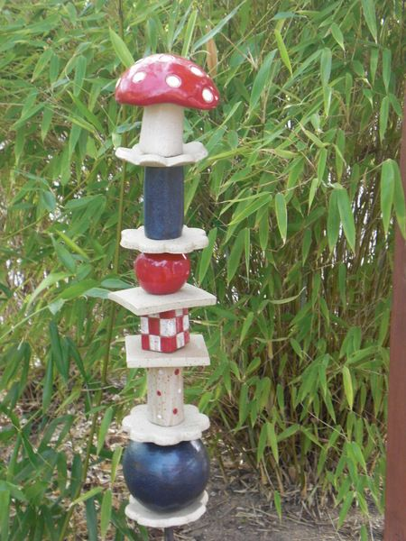 Gartendekoration stele keramik