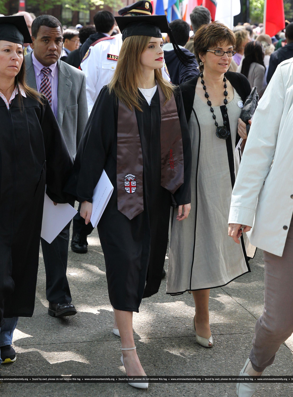 Emma watson  lors de sa remise de diplôme, hier à Brown (25 Mai 2014)