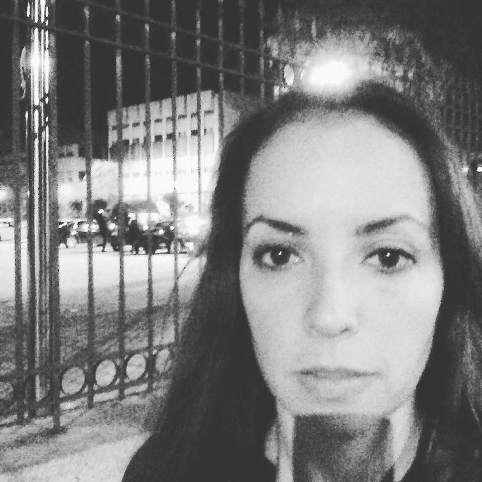 After one day of madness at a spanish fair for digital business with more than 5.000 people.... Heading home... Or not :-P by elvira.segovia.fernandez