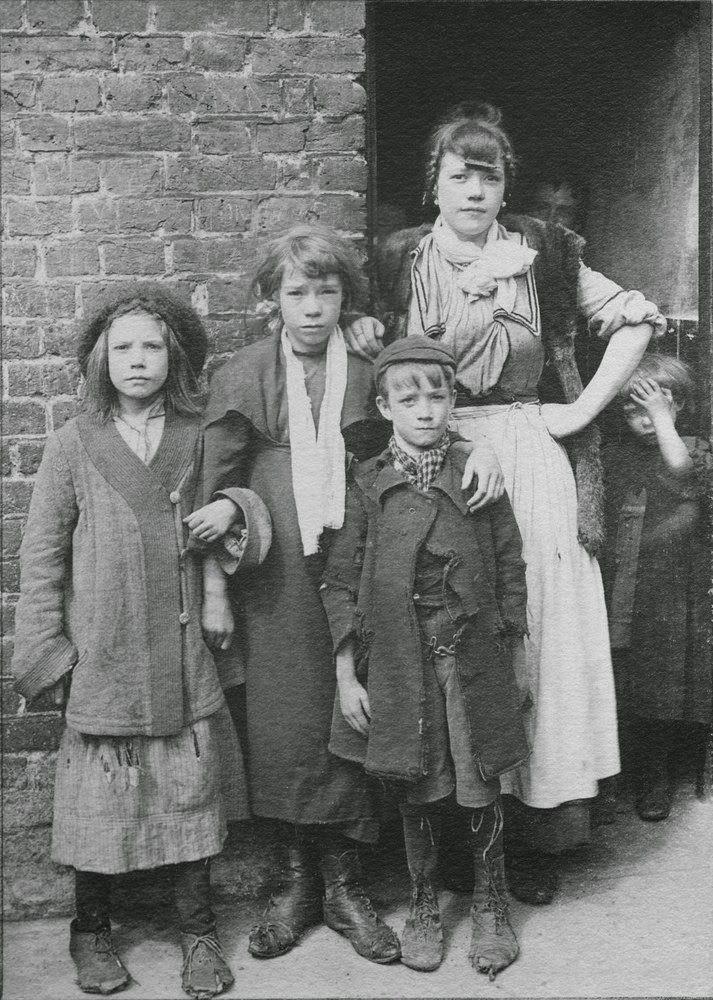 i love historical clothing: Spitalfields children by Horace Warner
