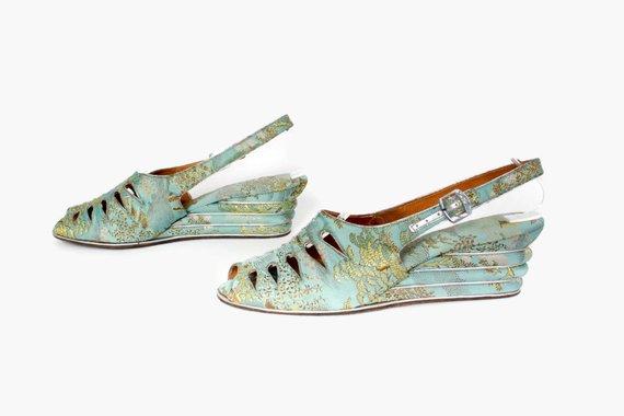 a7d557e7ba8c8b Vintage 40s Aqua Brocade WEDGES   1940s Aqua Silk Peep Toe Cut-Out  Slingbacks 7 1 2
