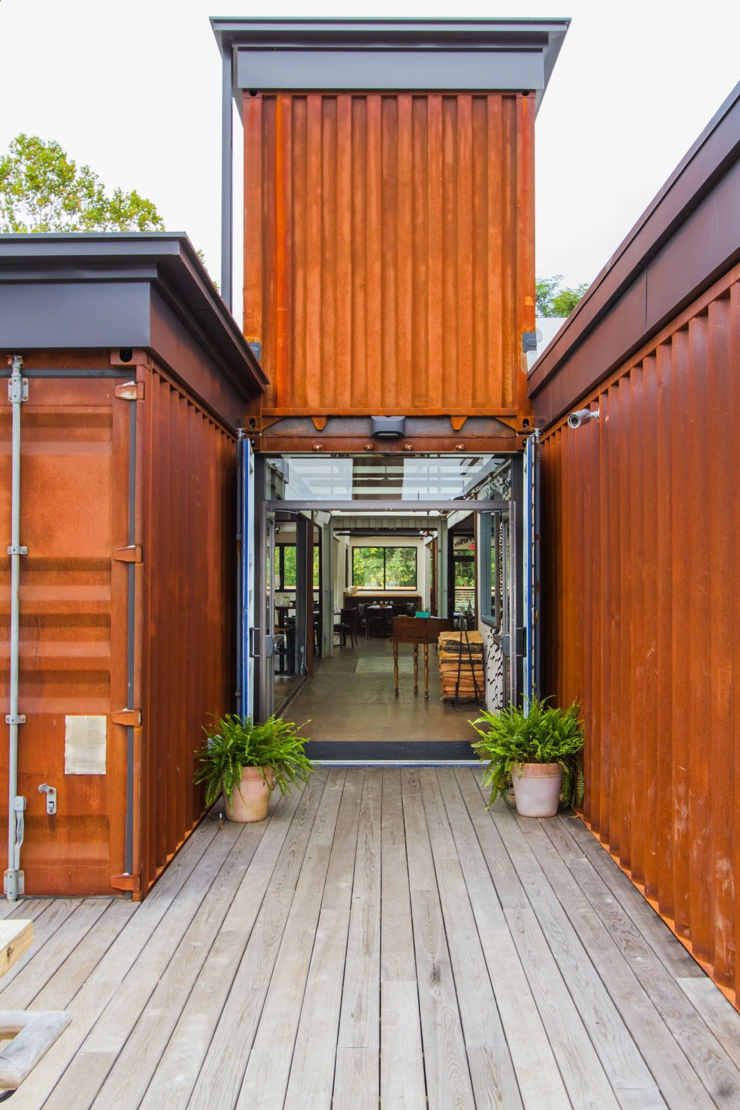 Container house entry way smoky park supper club form for Conteneur maison nc