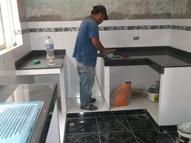 Cocinas de marmol fotos de cocinas empotradas granito for Modelos de cocinas pequenas y bonitas