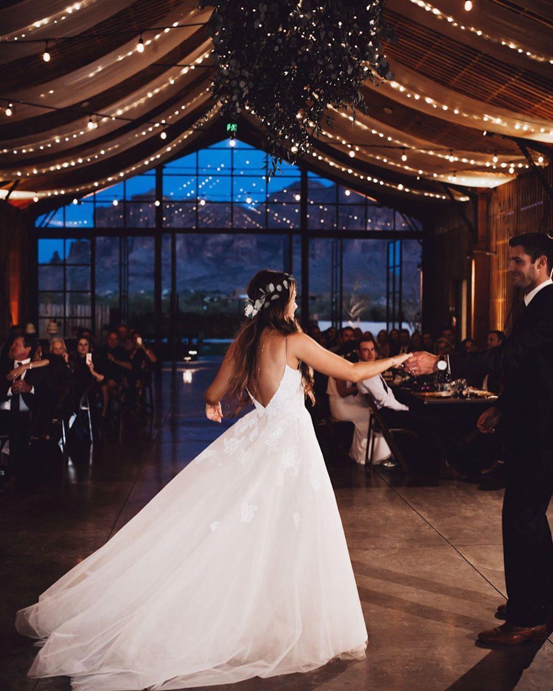Aquele Casamento Folk Com Leveza E Autenticidade Que Embalam O Coracao Aquele Auten In 2020 Gorgeous Wedding Gorgeous Wedding Dress Wedding Dresses