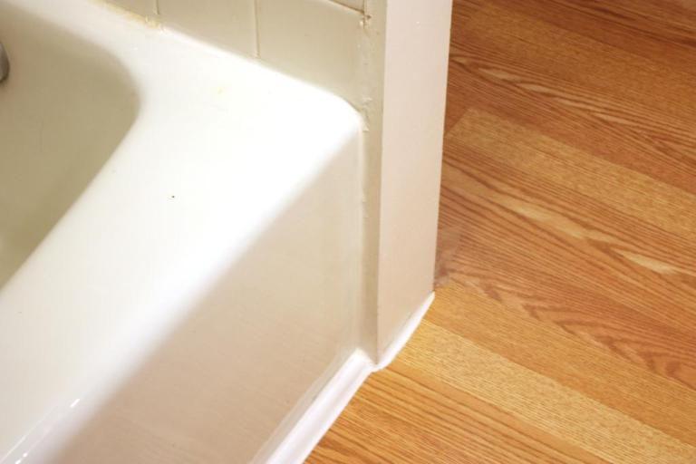 Trimming The Floor Installing Vinyl Plank Flooring Floor Trim Installing Laminate Flooring