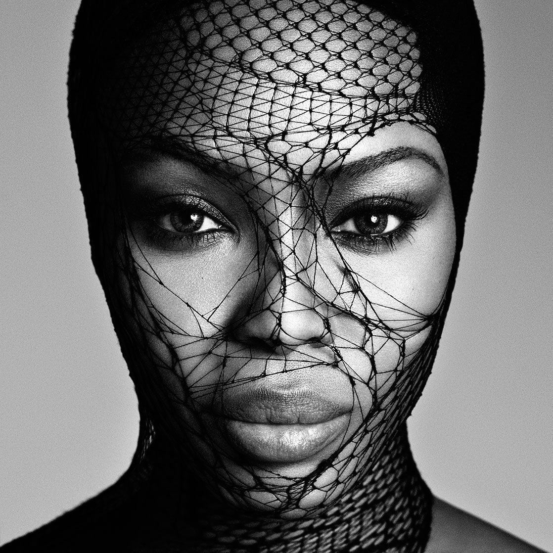 Campbell naomi stars in photography exhibition exclusive photo