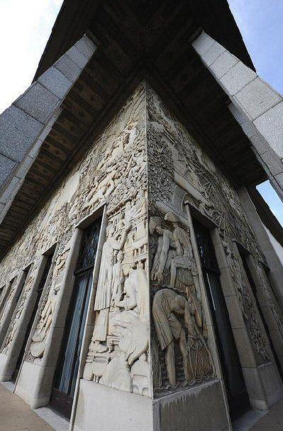 Avenue daumesnil la façace du palais de porte dorée cité histoire immigration 2009