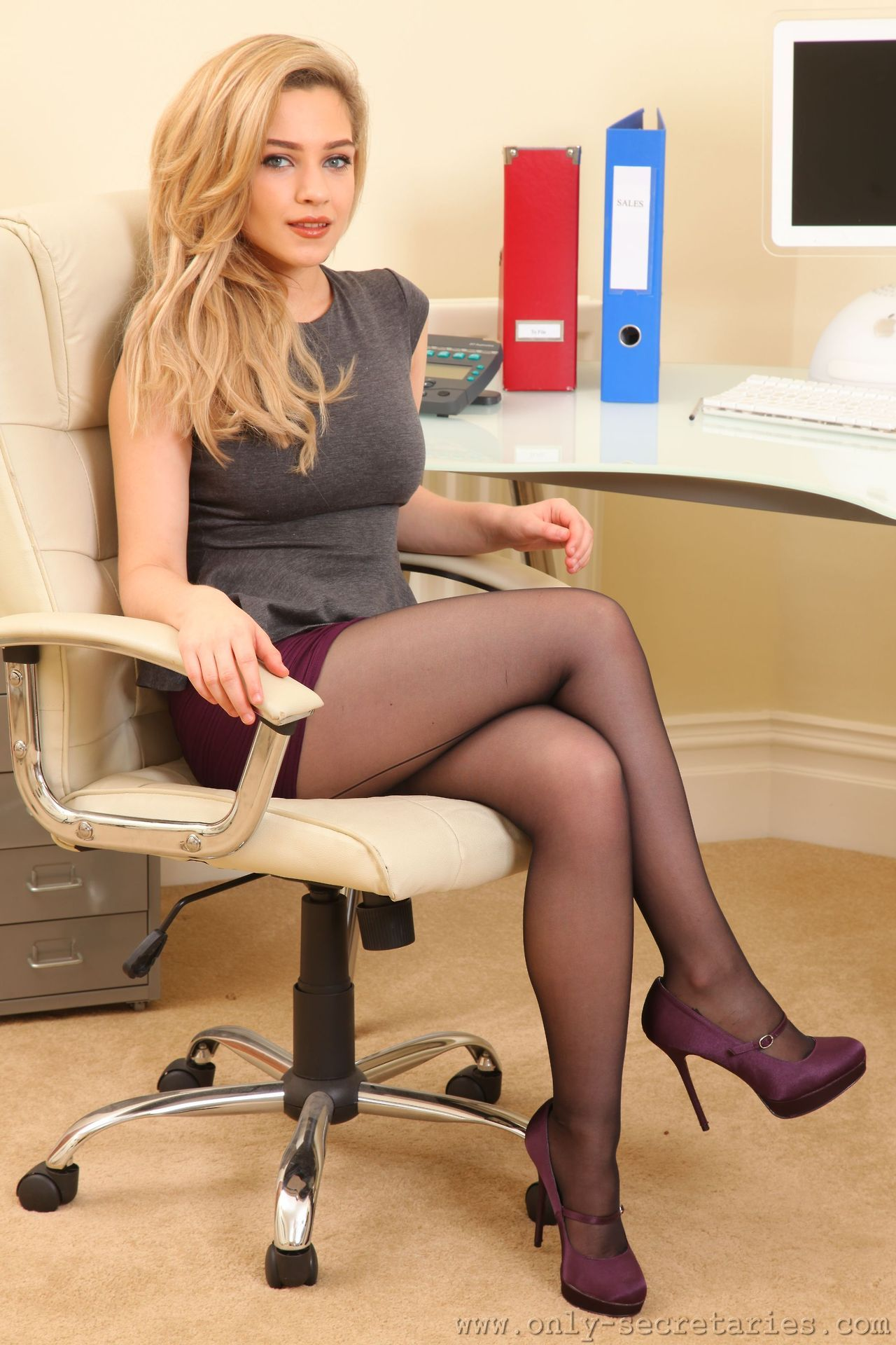 Women who fuck men in pantyhose Lauren