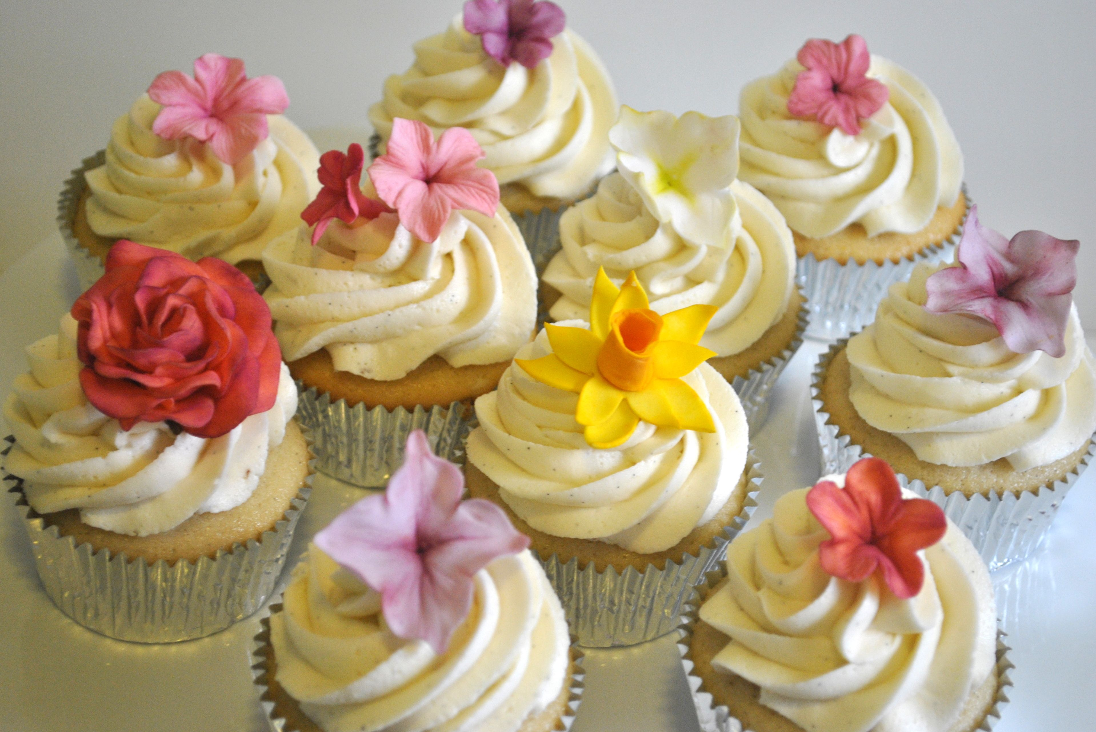 Sugar flower cupcakes Perfect for a girly baby shower