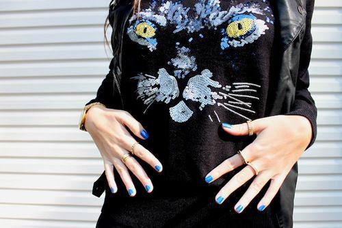 cat shirt + thin rings