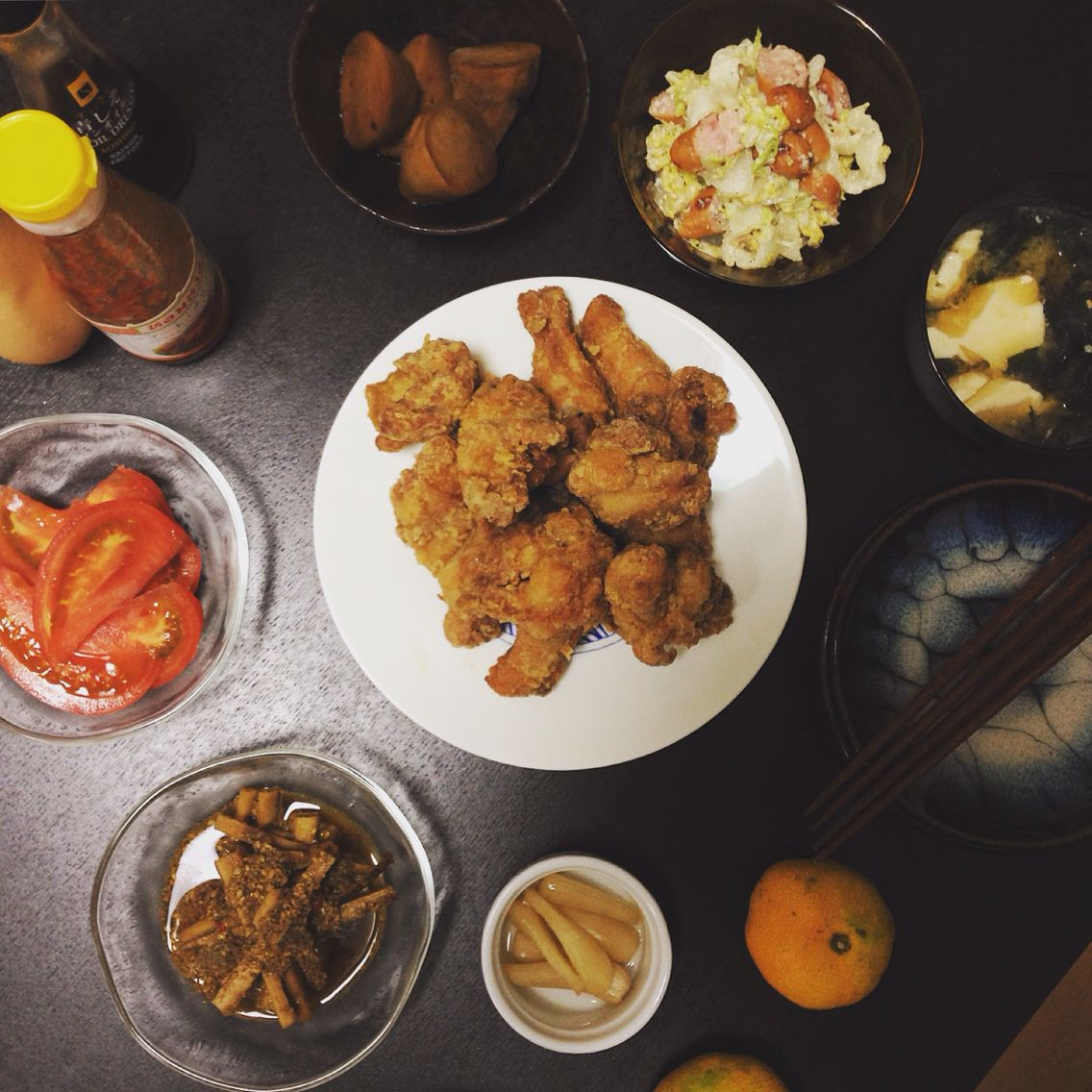 【Around midnight】dinner. japanese fried chicken(drumstick and legs), tofu and seaweed miso soup, tomato, sausage and chinese cabbage seasoned with parmesan and milk, pickled burdock,.pickled scallion, grilled taro. 手羽元とももの唐揚げ、白菜ソーセージパルメザンミルク風味、トマト、ごぼう酢漬け、らっきょう、里芋煮、豆腐わかめ味噌汁。すぐに唐揚げが食べたくなります。#dinner #chicken #japanese