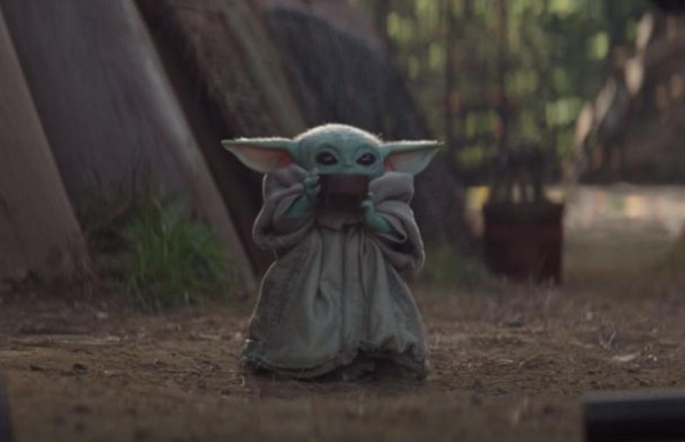 The Mandalorian Chapter 4 Reaches Peak Baby Yoda In An Emotional Episode Yoda Wallpaper Yoda Meme Mandalorian