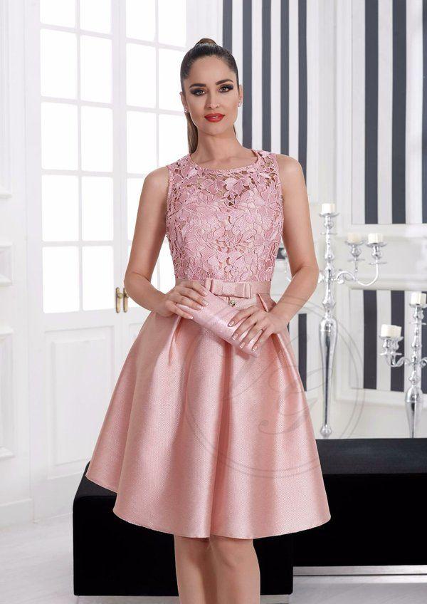 Chicas con vestidos elegantes