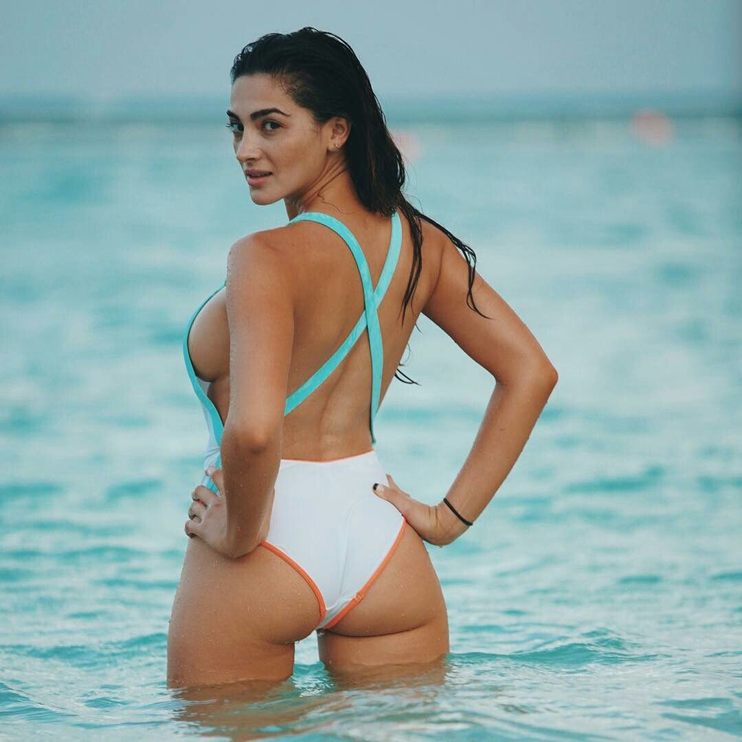 100 Pictures of Andreea Cristina Nude