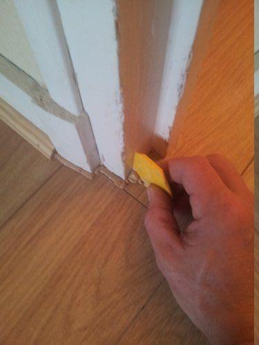 Comment poser un parquet flottant (Partie 2 2) Reussir-Ses-Travaux - pose de seuil de porte