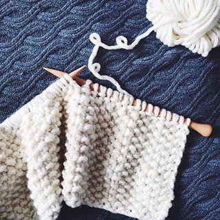 ¡Bienvenido al mundo WAK! Descubre la colección de kits para tejer lana y algodón de WE ARE KNITTERS o compra por separado ovillos de calidad 100% a buen precio. España, UE, 2013.