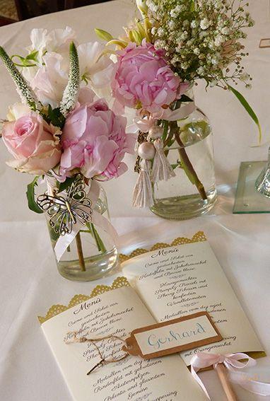 Tischdeko Hochzeit im Vintage Look mit Rosen und