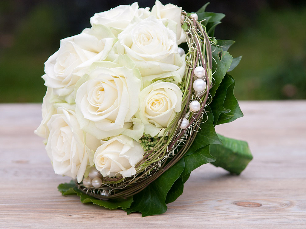 Bildergebnis fr brautstrau wei  Hochzeit  Blumenstrau hochzeit Braut blumen und Brautstrue