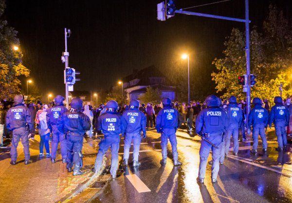 Nach Ausschreitungen in Hamburg: Brutale Krawalle jetzt auch in Celle - Yahoo Nachrichten Deutschland