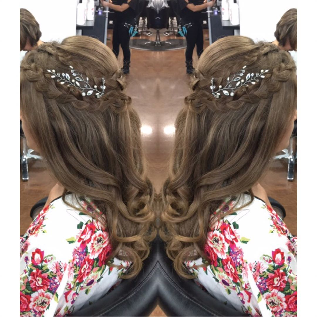 A gorgeous bride with beautiful hair for her big day stylist