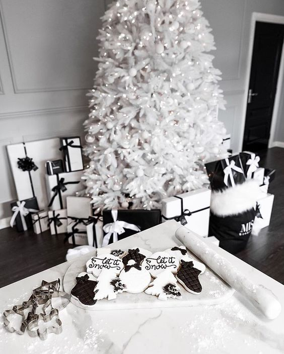 50+ Black and White Christmas Decoration Ideas to Create an Exhilarating Dreamscape – Hike n Dip