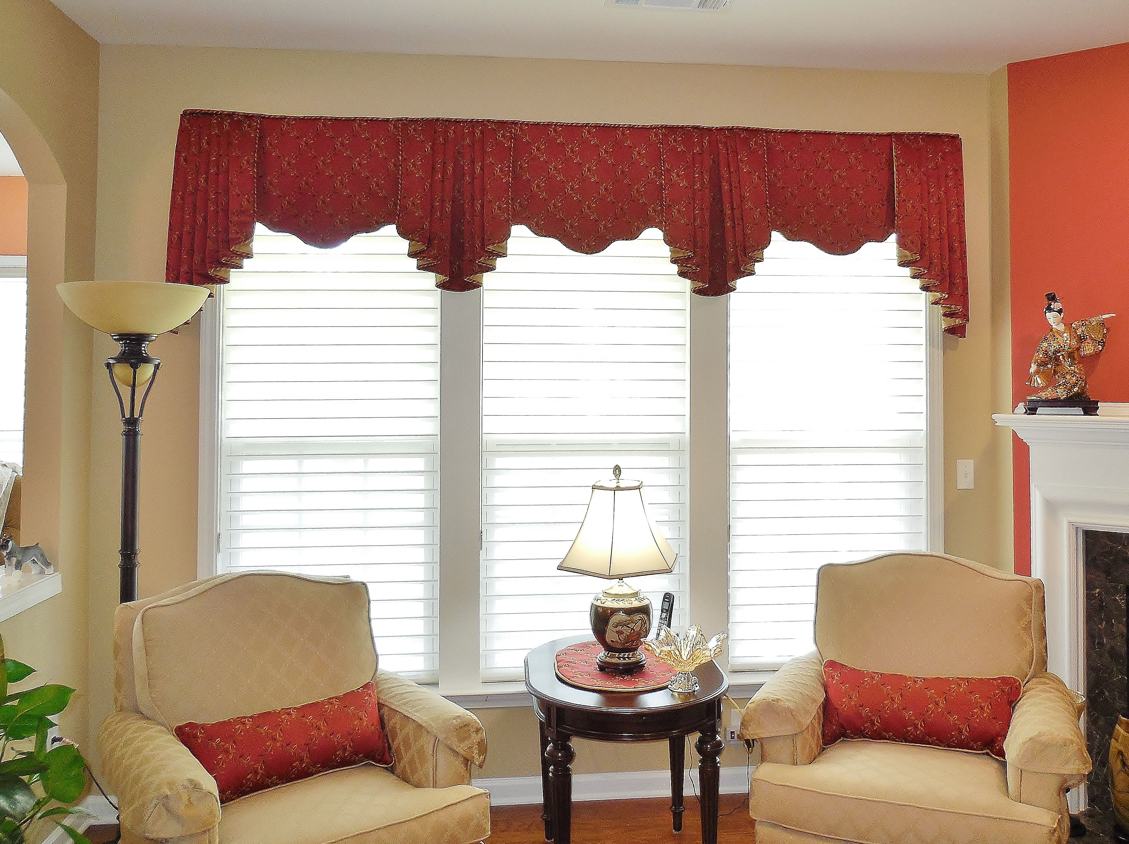 Charlotte Valance On A Triple Window With Matching Pillows Windowtreatments Www Ladydiannes Com Window Treatments Living Room Valance Sliding Glass Door