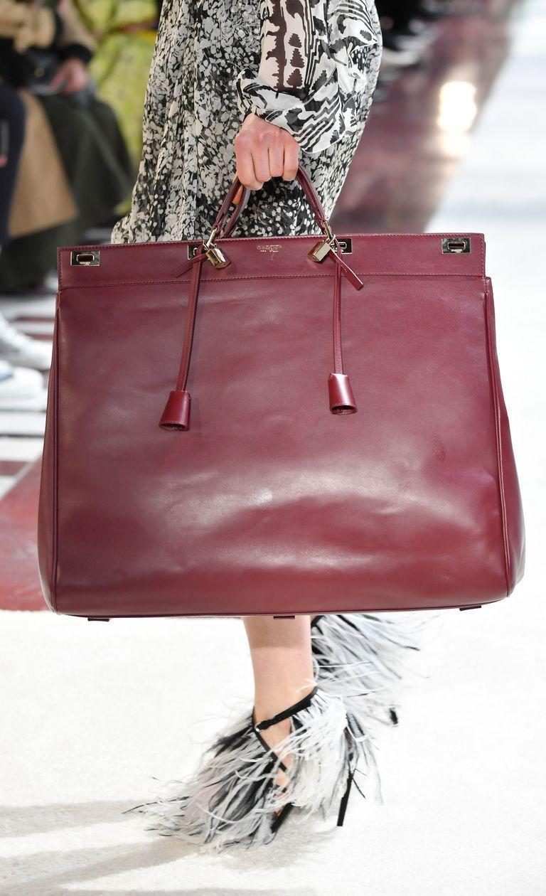 6adfce170822 Fall 2019 Bag and Purse Trends - Best Bags on the Fall 2019 Runways  #michaelkorsbagandpurseset