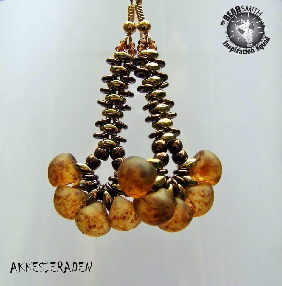 Akke Jonkhof- (Netherlands) O-Beads, Superduo's by Matubo, Czech Mushroom Beads