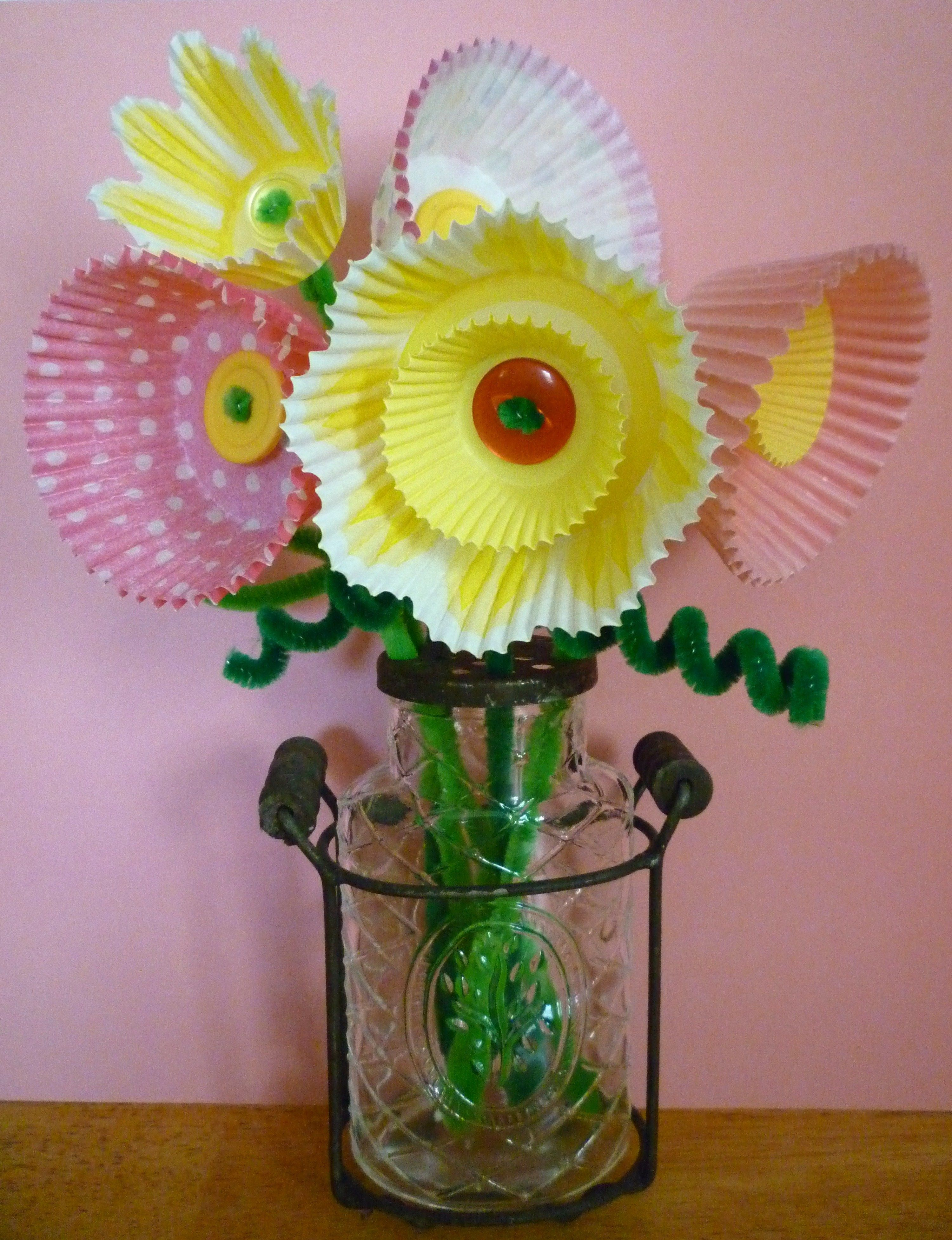 More cute crafts w muffin papers spring ideas pinterest more cute crafts w muffin papers jeuxipadfo Gallery