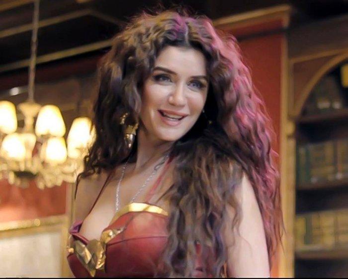 فيديو غادة عادل تتحدث للمرة الأولى عن حياتها بعد الطلاق هذا ما تغير بها مجلة هي Hair Styles Beauty Hair