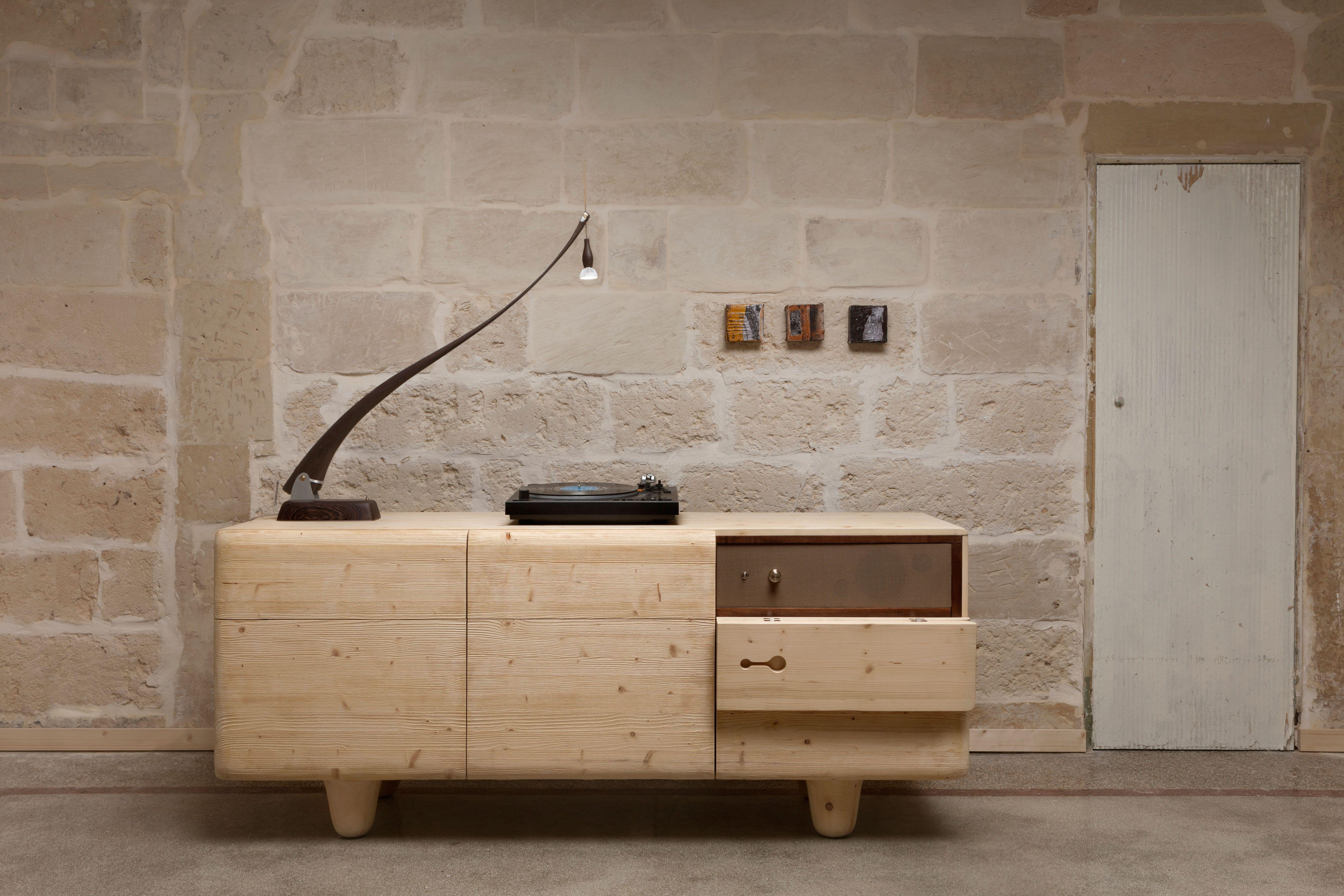 sideboard  aifai, mobile audio  design tonio pede per tonda design allestimento sonoro a cura di novaudio