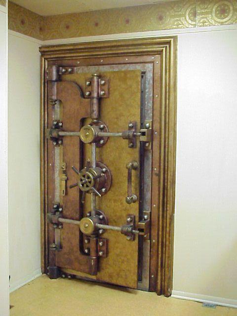 Old Vault Door For Home Safe With Images Vault Doors Safe