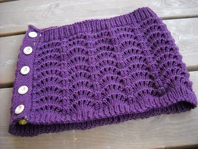 Cowl (Accidental buttony cowl & mitts by Lena Gjerald) Free pattern