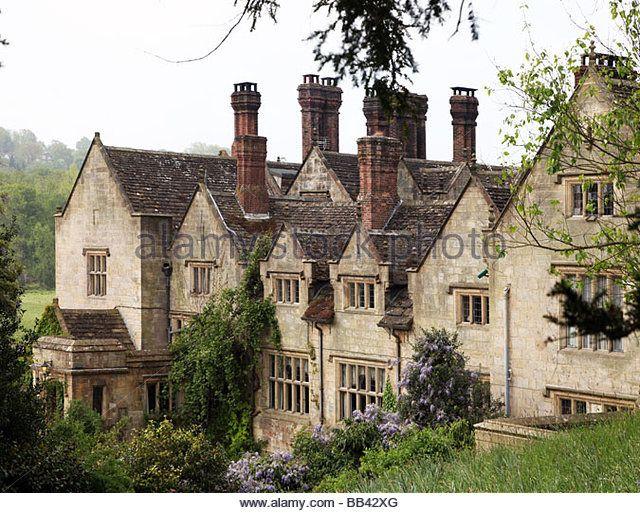 Victorian facade of gravetye manor elizabethan manor house for Victorian manor house