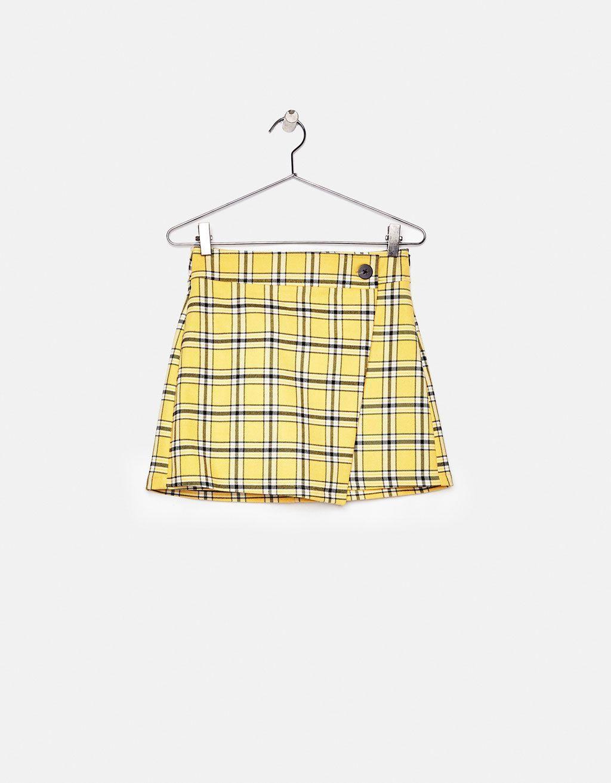 ccd3c98f73 Bershka reinterpreta el famoso traje amarillo de  Clueless  - CosmopolitanES