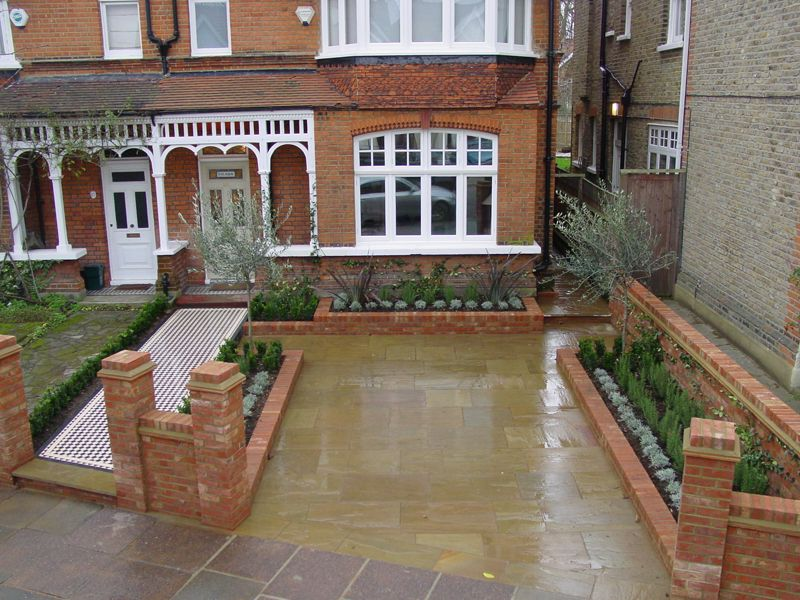 Front garden with railings want to do the same thing with bay